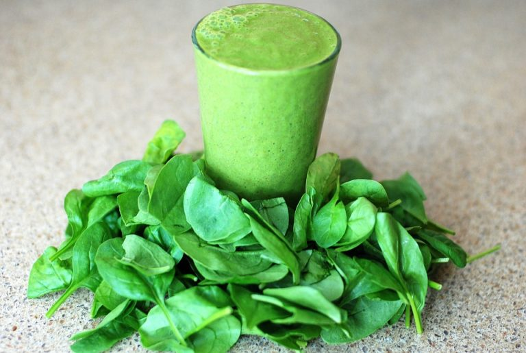 Best Blenders For Green Smoothies [Reviews 2021]